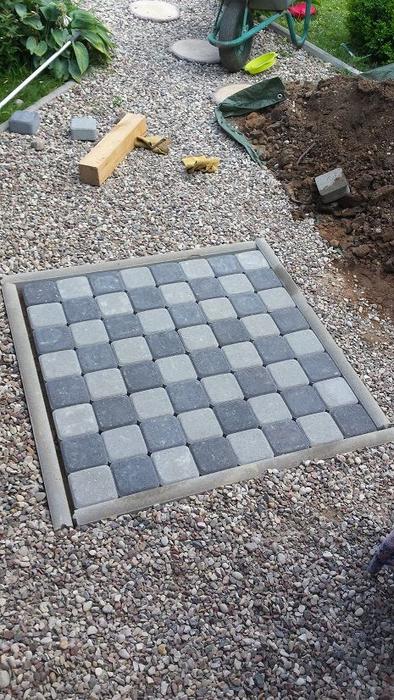 Для сада. Шахматная доска из бетона (1) (394x700, 365Kb)