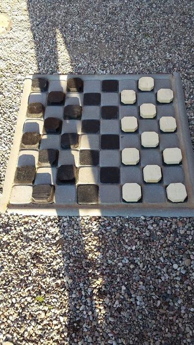 Для сада. Шахматная доска из бетона (5) (394x700, 392Kb)