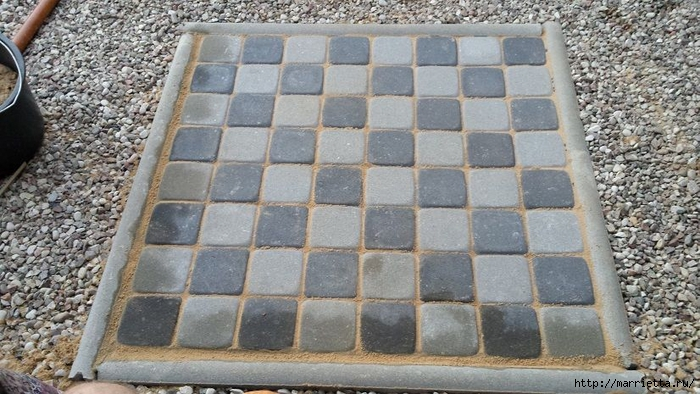 Для сада. Шахматная доска из бетона (10) (700x394, 277Kb)