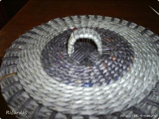 круглая крышка для шкатулки из газет, как сплести круглую крышку из газетных трубочек,