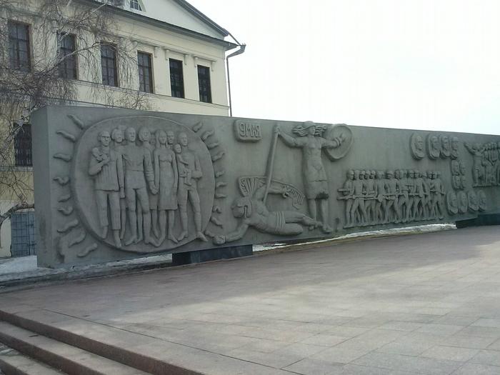 памятник (700x525, 241Kb)