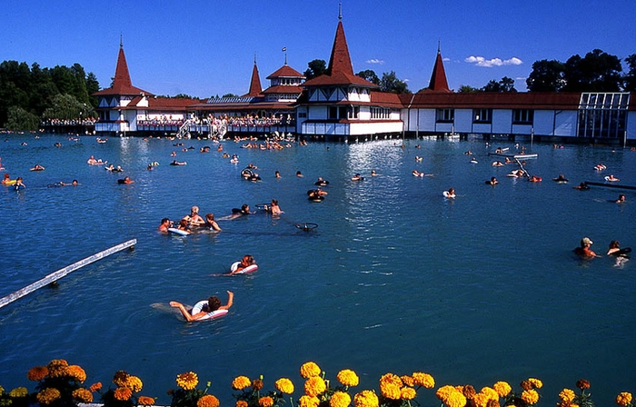 термальное озеро хевиз венгрия 2 (700x448, 278Kb)