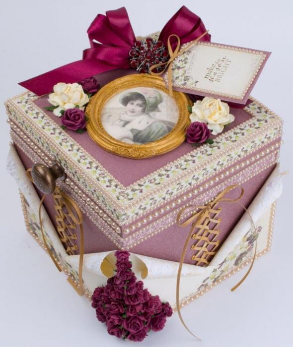 Скрапбукинг. Красивая рождественская коробочка (2) (590x700, 391Kb)
