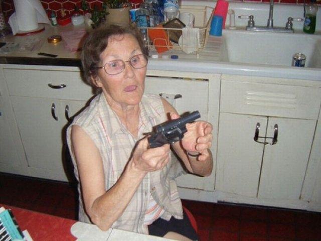 Бабушки с оружием1а (640x480, 137Kb)