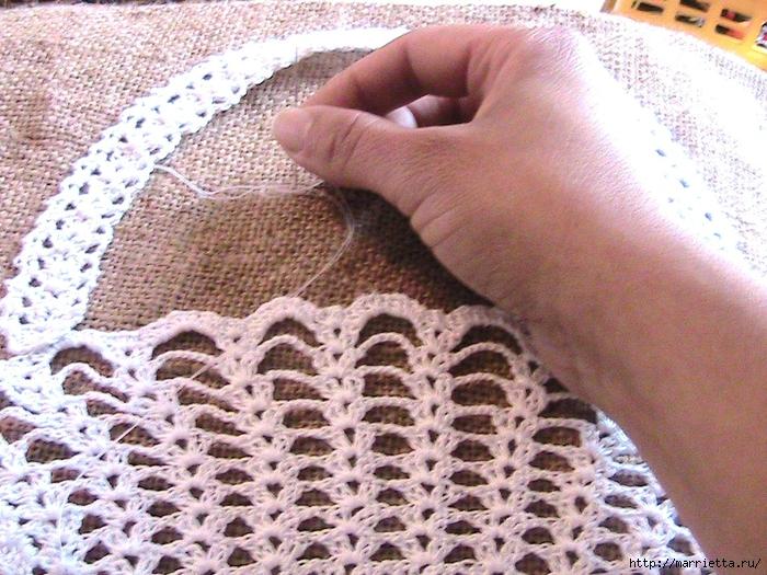 Декорирование подушки вязаными крючком фрагментами (1) (700x525, 383Kb)