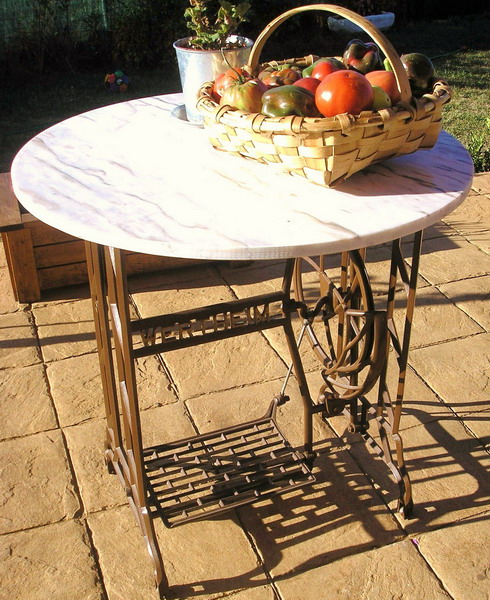 tables-ideas-of-repurpose-old-treadle-sewing-machine2-3 (490x600, 362Kb)