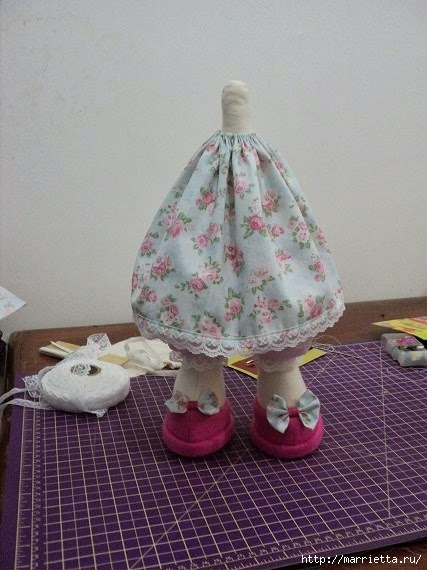 Шьем куколку ДОЛЛИ. Фото мастер-класс и выкройки (7) (427x570, 155Kb)