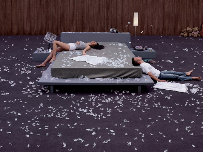 feather-pillow-bed-couple-man-woman-wife-husband-fight-other-1440x1920 (680x510, 269Kb)