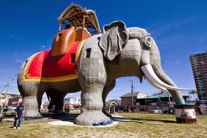 необычное здание в форме слона фото 2 (700x466, 296Kb)