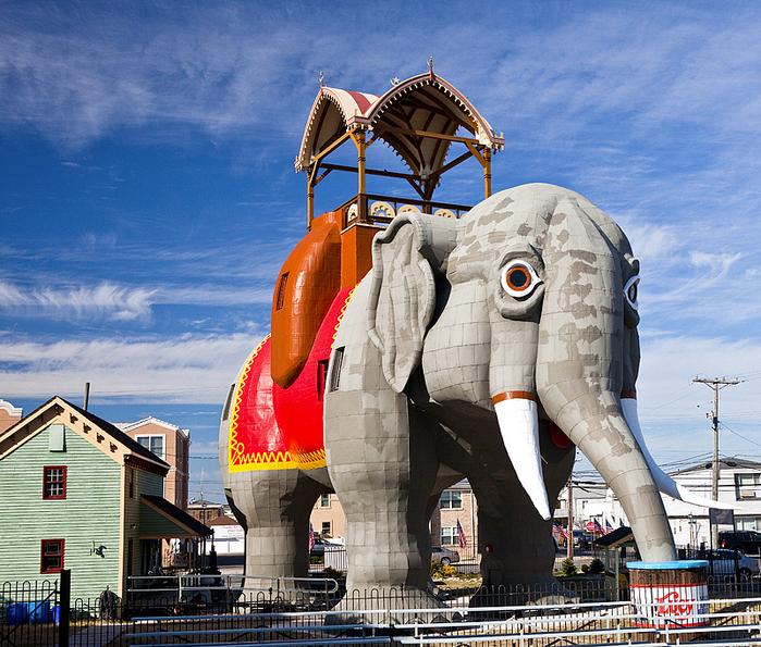 необычное здание в форме слона фото 6 (700x595, 645Kb)