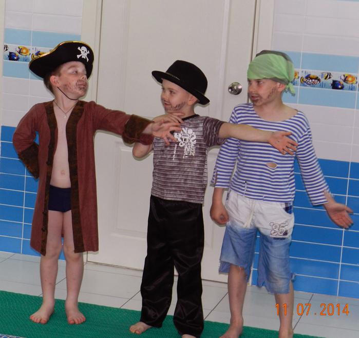фото день Нептуна в детском саду, праздник в бассейне, фото дети в бассейне,