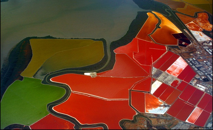 1-cargill-salt-ponds (700x430, 299Kb)
