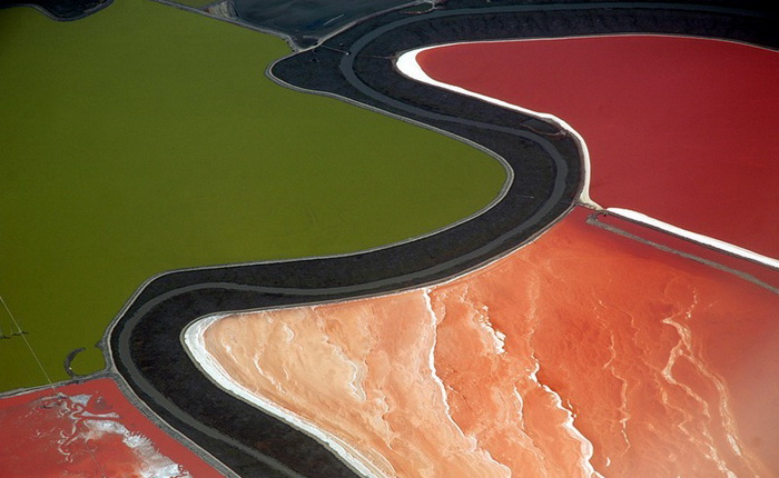 5-cargill-salt-ponds (700x430, 240Kb)
