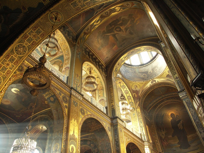 Interior_of_St_Volodymyr's_Cathedral_in_Kyiv_(2) (700x524, 214Kb)