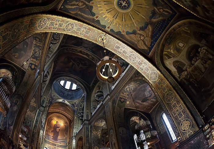 Interior_of_St_Volodymyr's_Cathedral_in_Kyiv (700x488, 208Kb)