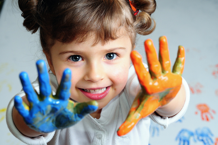1408384235_People_Children_The_child_with_paints_036037_ (700x465, 136Kb)