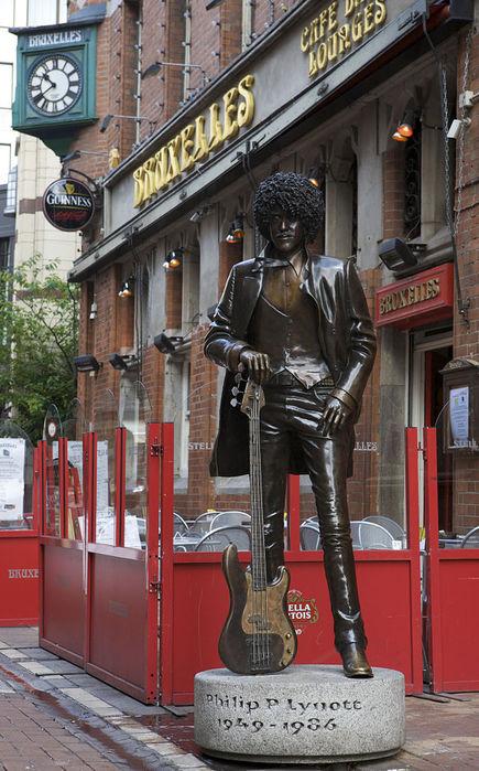 Phil_Lynott_Statue_at_Bruxelles_Dublin (435x700, 96Kb)