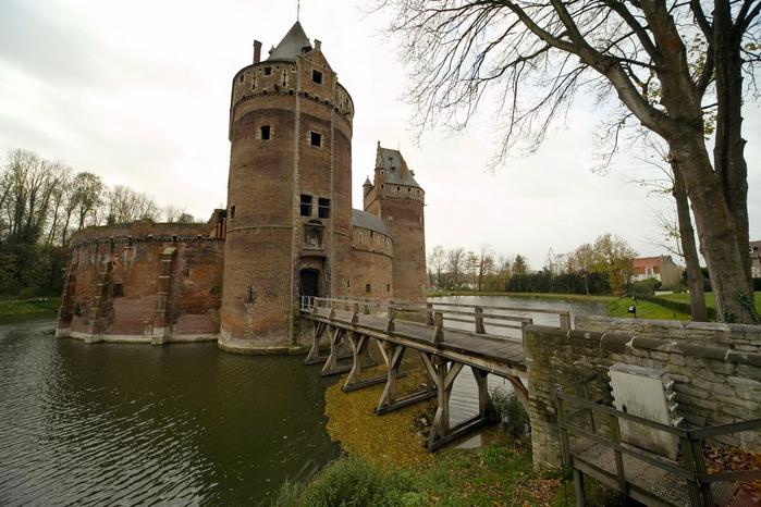средневековый замок Беерсел бельгия 2 (700x466, 360Kb)
