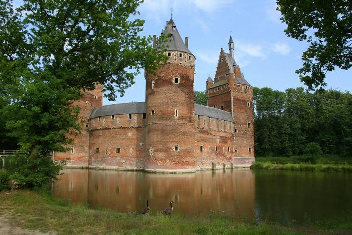 средневековый замок Беерсел бельгия 4 (700x466, 421Kb)