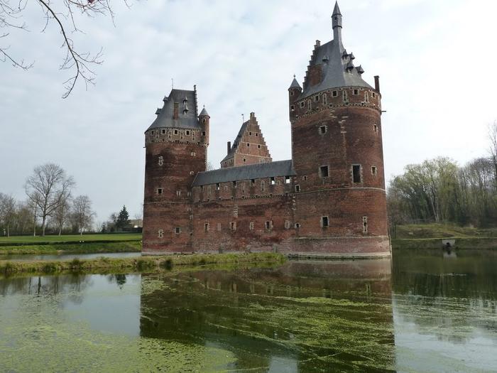 средневековый замок Беерсел бельгия 6 (700x525, 309Kb)