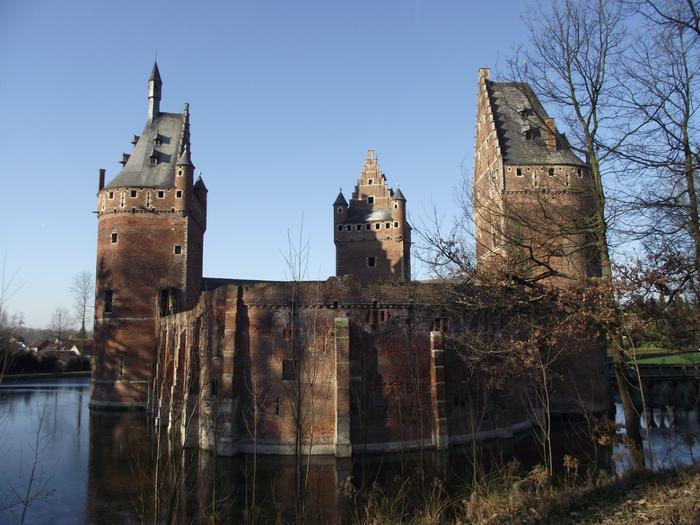 средневековый замок Беерсел бельгия 11 (700x525, 397Kb)