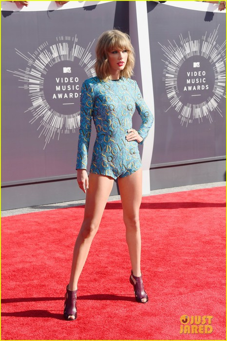 taylor-swift-wears-tiniest-romper-to-mtv-vmas-2014-03 (466x700, 108Kb)