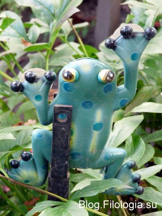 Садовый светильник в виде лягушки