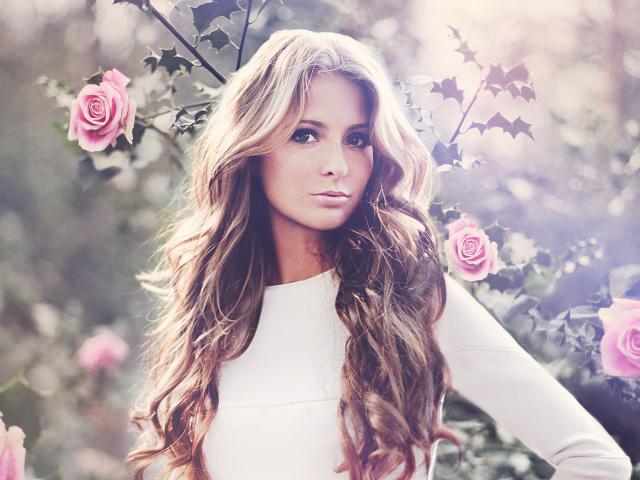 ������� ������� ������� ������/4059776_Girls_Beautyful_Girls_Beauty_in_roses_035279_ (640x480, 191Kb)
