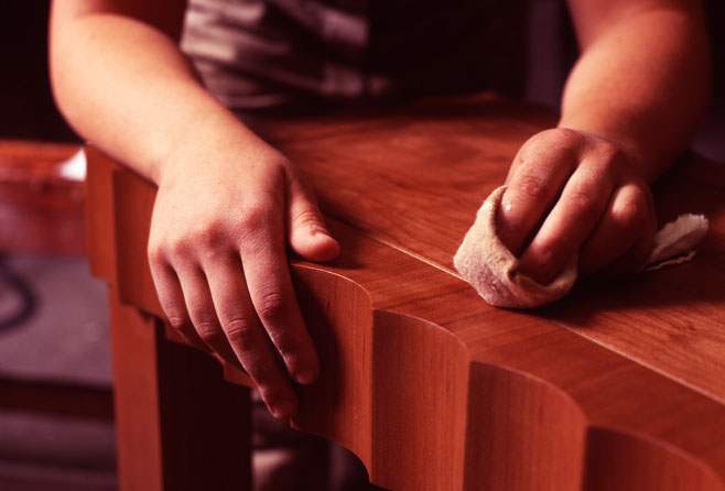 как убрать царапины с деревянной мебели/1410005678_kak_izbavit_sya_ot_carapin_na_derevyannoy_mebeli (658x446, 61Kb)