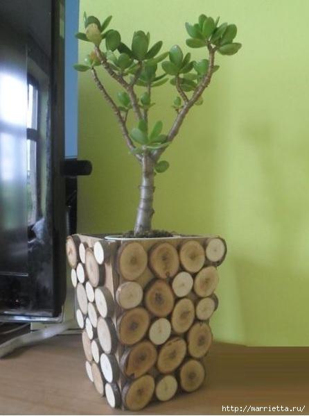 Деревянное кашпо для цветов, украшенное спилами веток (1) (446x599, 112Kb)