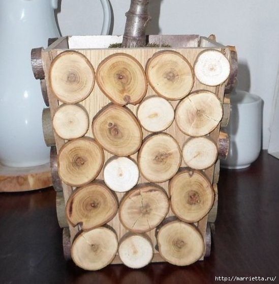 Деревянное кашпо для цветов, украшенное спилами веток (6) (549x558, 157Kb)