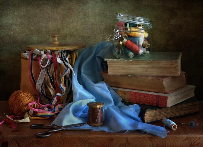 Кройка и шитьё – два магических слова для заклинания семейного благополучия (1) (700x505, 400Kb)