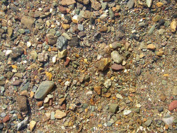 Камешки в озере/1415502_12 (700x525, 305Kb)