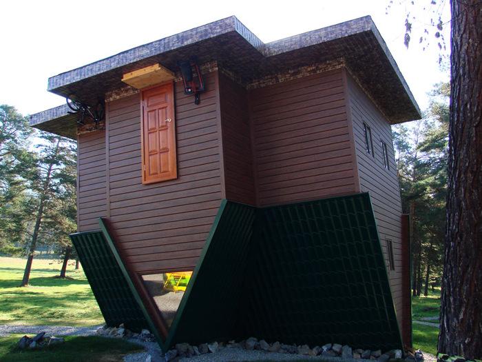 Перевернутый дом/1415502_13 (700x525, 165Kb)