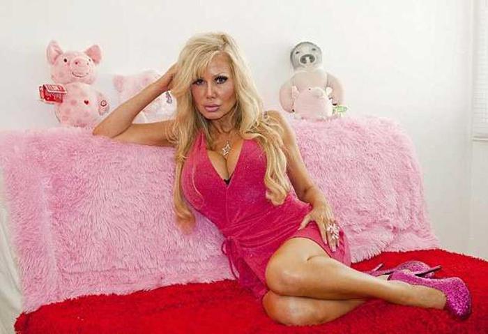 Англичанка хочет стать глупой, как кукла Барби