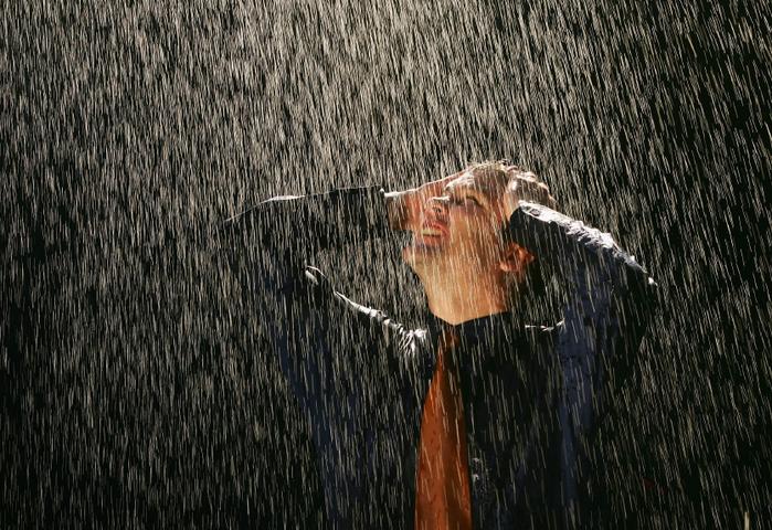Angry-man-rain-iStock_000004374916Small1 (700x480, 509Kb)