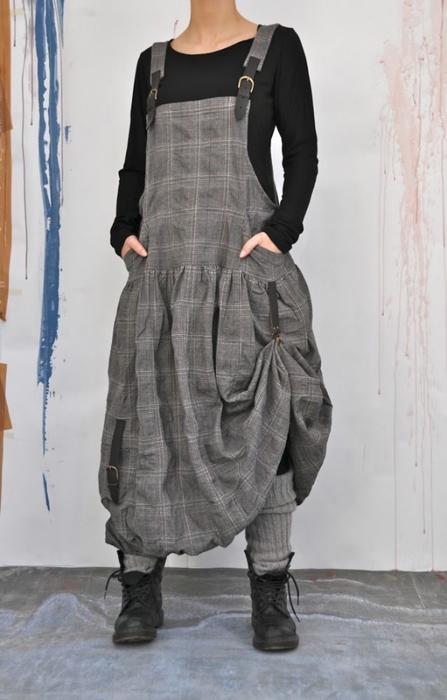 Pracovní kalhoty Industrie - • kalhoty s mnoha detaily v kontrastních barvách • dvě boční kapsy • zadní kapsy s patkou a knoflíkem • na nohavici velká kapsa se záhybem, přihrádka na tužky a.