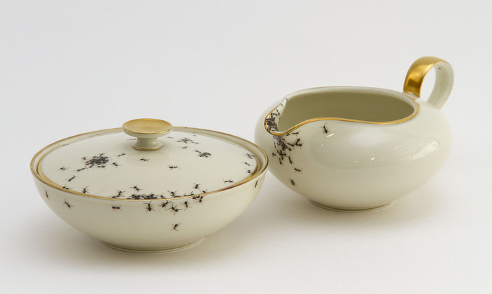 посуда с муравьями Эвелин Баклоу 10 (700x418, 151Kb)