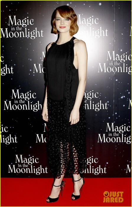 emma-stone-magic-in-the-moonlight-premiere-13 (447x700, 93Kb)