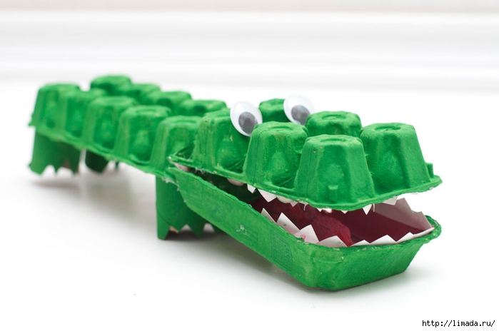 Egg-Carton-Alligator-Finishing-Touches (700x464, 128Kb)