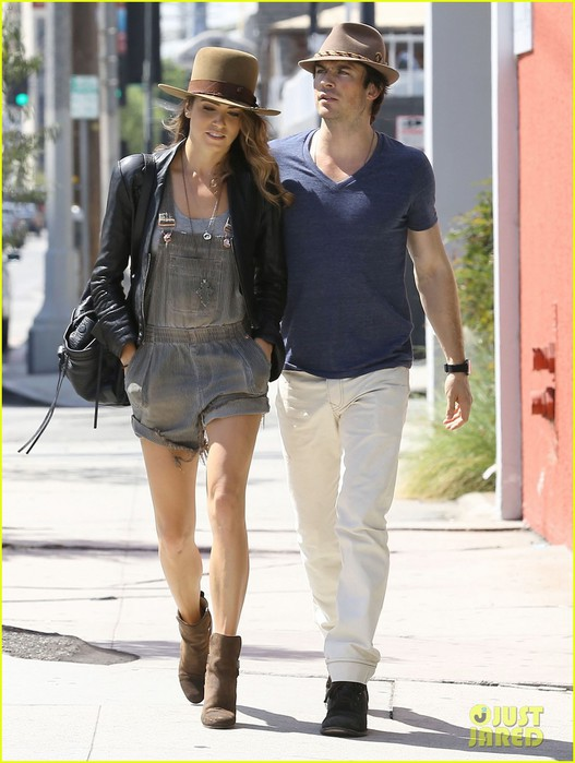 ian-somerhalder-nikki-reed-kiss-hold-hands-joans-on-third-01 (527x700, 86Kb)