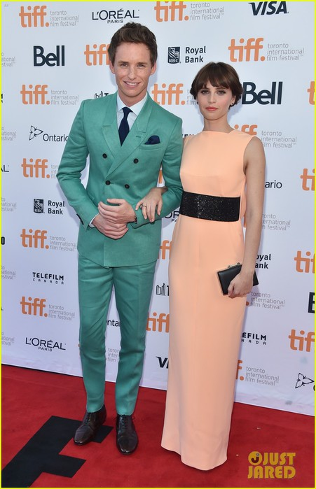 eddie-redmayne-felicity-jones-theory-of-everything-tiff-premiere-08 (451x700, 77Kb)