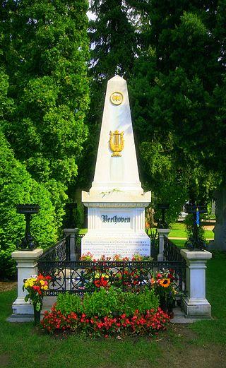 Могила Бетховена на центральном кладбище Вены, Австрия (320x521, 56Kb)