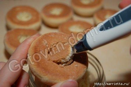 ПЕРСИКИ - пирожное с начинкой из вареной сгущенки с орешками (5) (450x299, 64Kb)