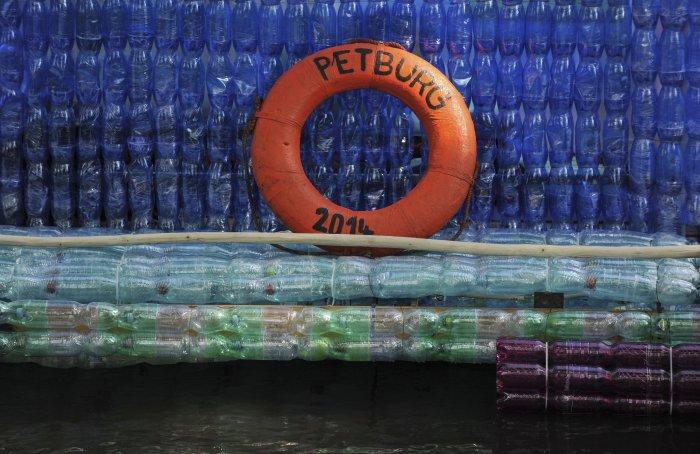 лодка из пластиковых бутылок 4 (700x454, 293Kb)