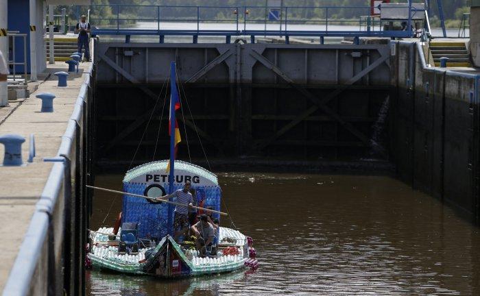 лодка из пластиковых бутылок 10 (700x432, 219Kb)