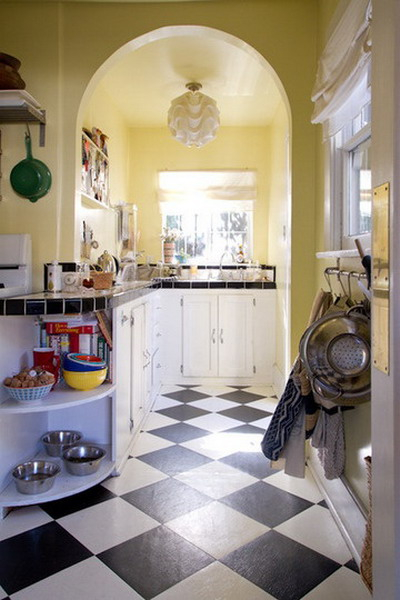black-white-checkerboard-floors-tiles-in-small-kitchen5 (400x600, 190Kb)