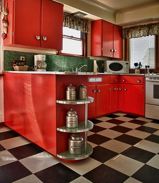 black-white-checkerboard-floors-tiles-in-kitchen6-5 (520x600, 298Kb)
