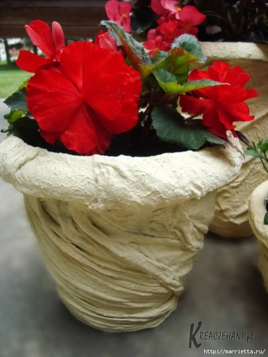 Как продлить жизнь пластиковым цветочным горшкам. Идея декорирования (14) (525x700, 231Kb)