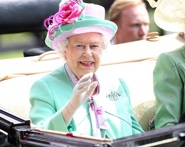 4b797ec6-3ef7-4207-8650-b6fd6df8daa7_Royal-Ascot-2013-day-two-the-Queen-green-suit (630x500, 256Kb)